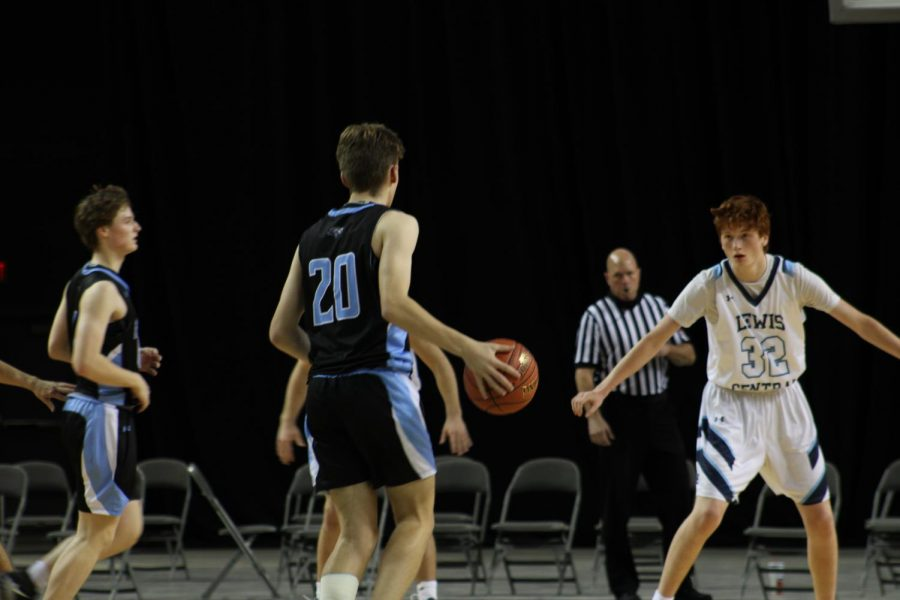 Nathan Cunningham dribbling the ball.