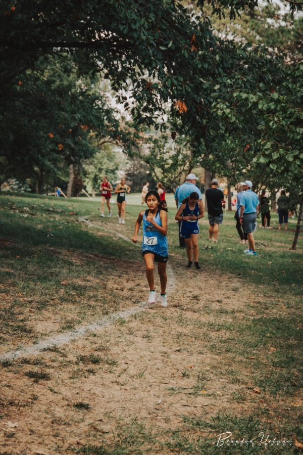 Maia McArdle running hard mid-race.