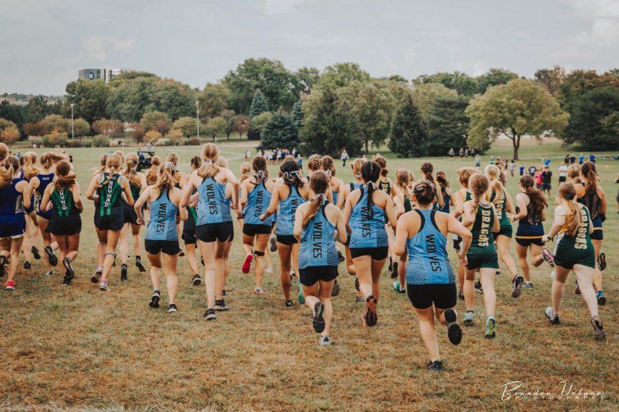 The JV girls starting their race.