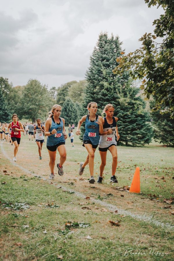Malorie Rohe and Payton Brummels passing another runner.