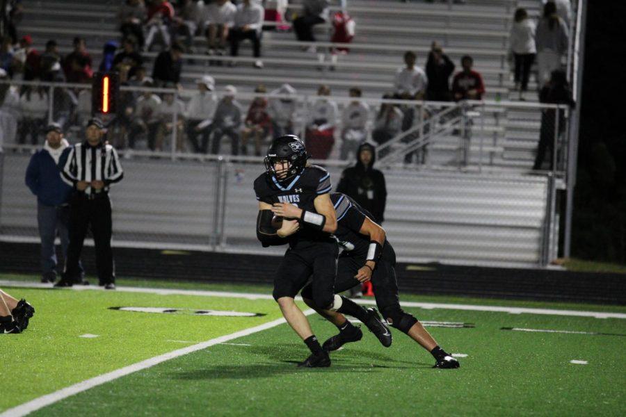 Easton Mains keeps the ball to run